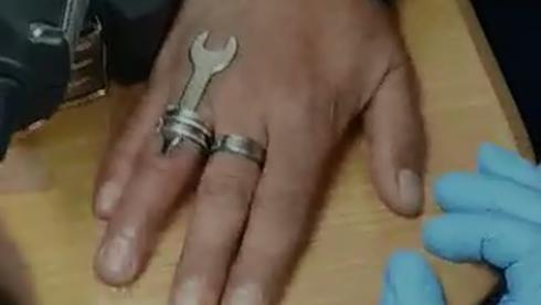 הטבעת נתקעה