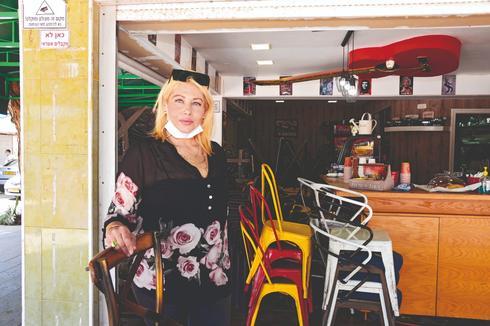 אירנה אזידוב, קפה 'ערבה'