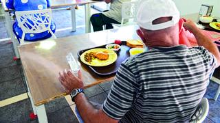 מסעדת 'באר־שובע'. מגיעים לאכול ארוחה תמורת שקל