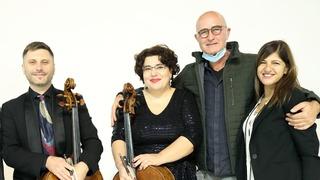 דניאל טולדנו (שני מימין) עם הנגנים. שיתוף פעולה פורה