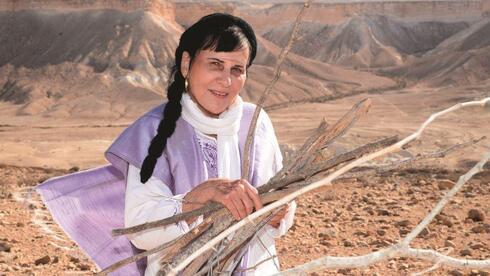 """דליה מריות בשדה בוקר. """"תמיד אהבתי את המדבר"""""""