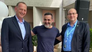 """ד""""ר שלומי קודש (מימין), קובי אפללו ויוחנן לוקר. הרימו כוסית"""