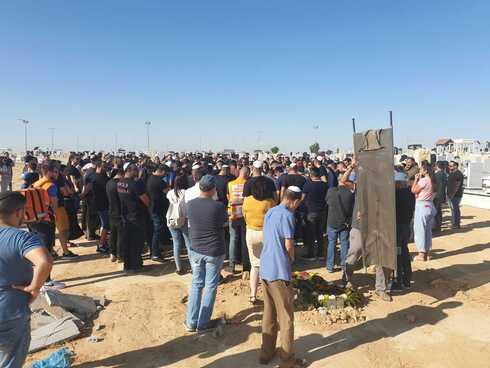 """הלווייתה של קארין גז ללוש ז""""ל. מאות אנשים הגיעו לחלוק כבוד"""
