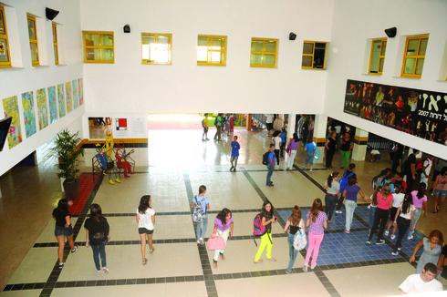תלמידים בהפסקה באחד מבתי הספר בבאר־שבע. עד כמה יוכלו להיות יחד?