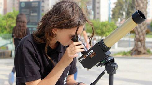 המשתתפים ייהנו מתחנות מדע בנושאים מגוונים