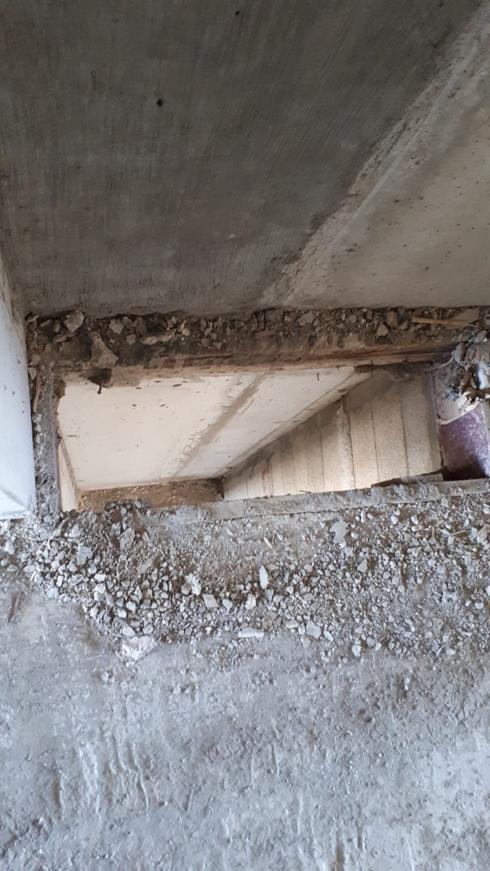 ליקויי בטיחות באתר בניה,חור ברצפה לא מאובטח. צילום: דוברות פרקליטות מחוז דרום