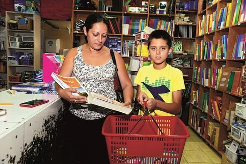 אמיר איליאגוייב עם אמו טאיסה ב'לי ספר'. צילום: הרצל יוסף