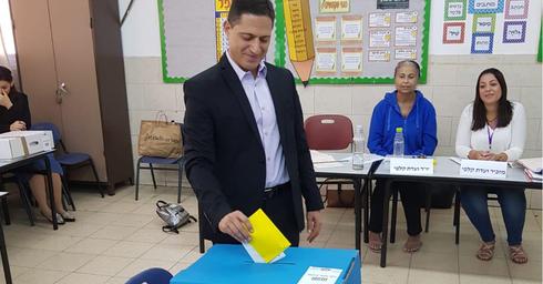 רוביק דנילוביץ' מצביע בבחירות 2018. צילום: מטה 'דרך חדשה'