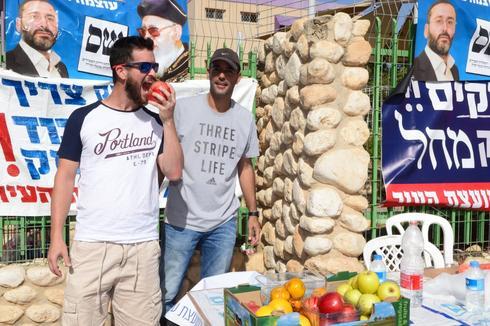 """פעילי בחירות בב""""ש. צילום: הרצל יוסף"""