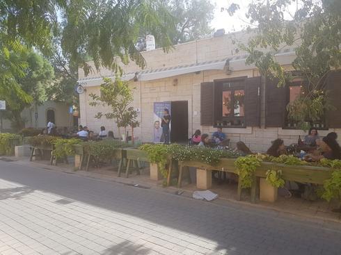 פעילי המטות בהפסקה בקפה 'לולה'. צילום: יעקב לוי
