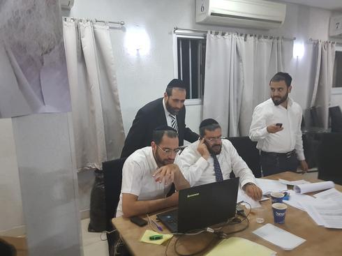 בישיבה של הרב בצרי בבאר שבע. צילום: יעקב לוי