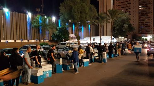 קלפיות בדרך לבניין עיריית באר שבע. צילום: הרצל יוסף
