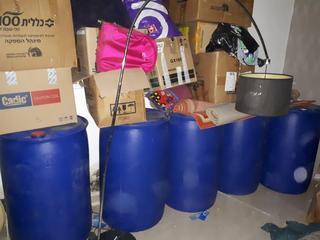 חביות אלכוהול מזויף בבאר שבע. צילום: דוברות המשטרה