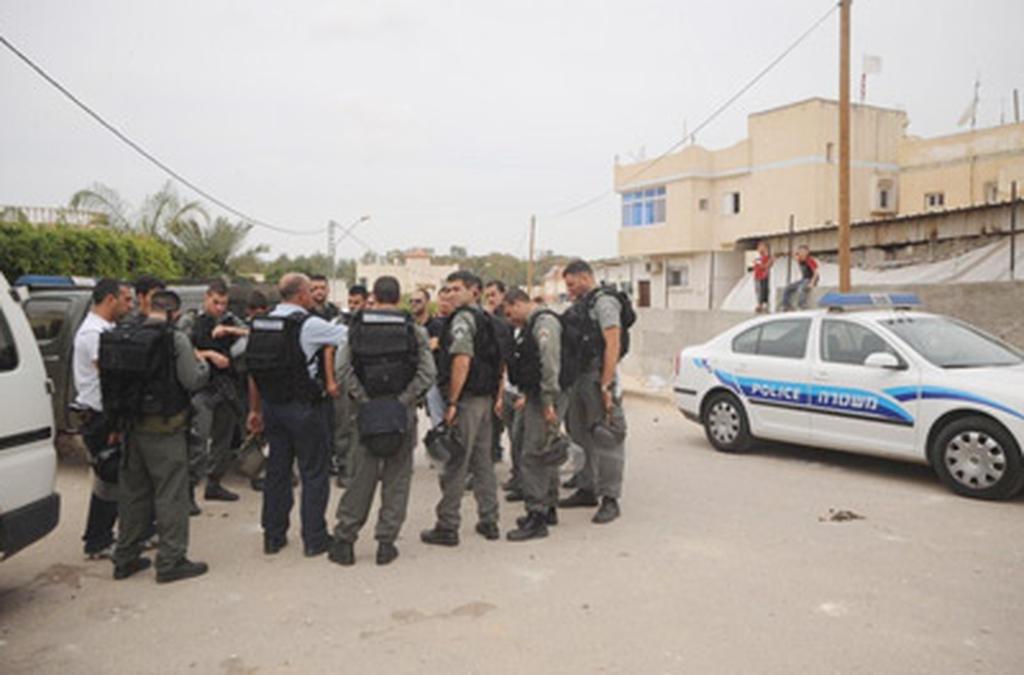 כוחות משטרה ברהט 2009. צילום: הרצל יוסף