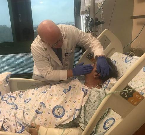 """ד""""ר וולף לאחר הניתוח לשחזור האוזן   צילום: דוברות הלל יפה"""