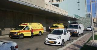 אמבולנס בבית החולים סורוקה. צילום: הרצל יוסף