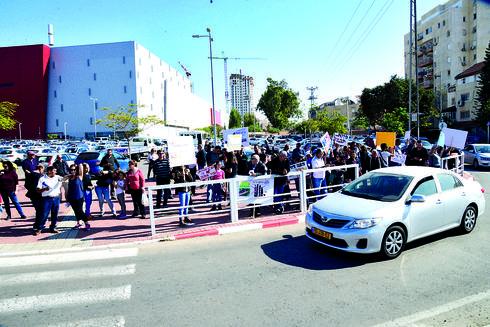 הפגנה נגד מגדלי הגרנד קניון בבאר שבע, הרצל יוסף