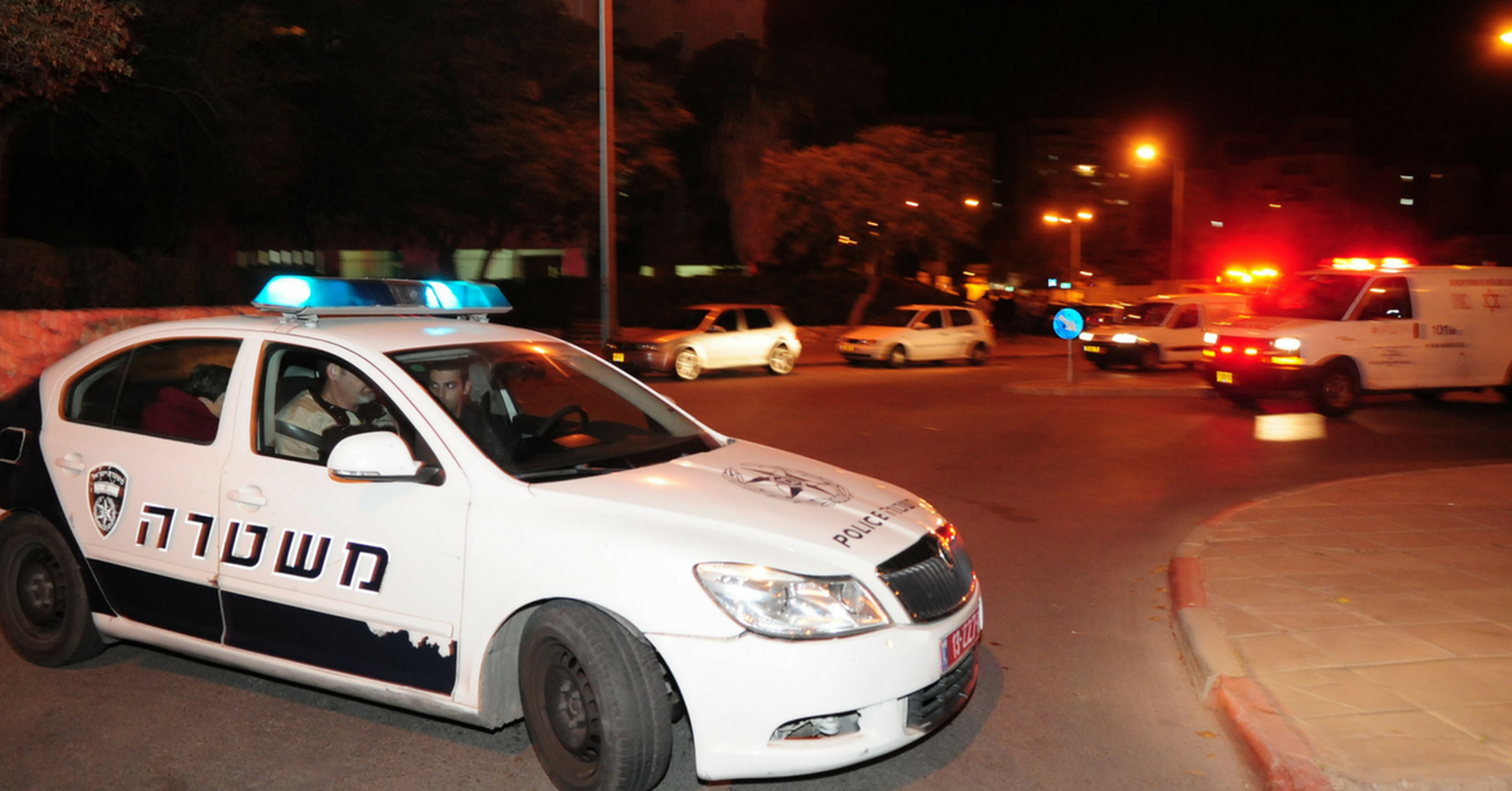 ניידת משטרה, לילה. צילום: הרצל יוסף