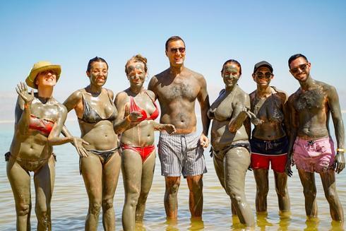 משלחות האירוויזיון בים המלח. צילום: דוברות המועצה האזורית תמר