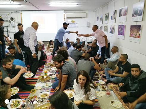 סעודת איפטאר בפורום לדו קיום בנגב. צילום: עטווה אבו חרמה