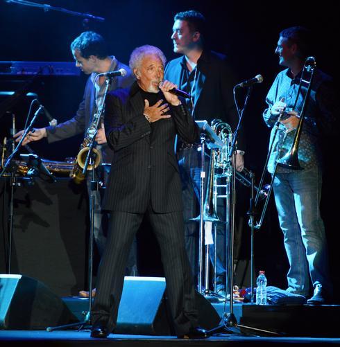 טום ג'ונס בהופעה. צילום: AA