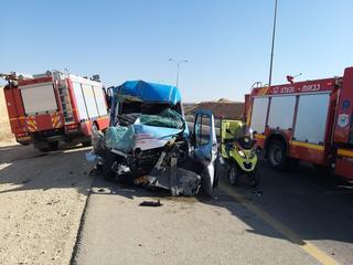 """זירת התאונה בכניסה הדרומית לבאר שבע   צילום: מד""""א"""
