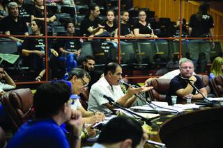 משה ינאי בישיבת מועצת העירייה. מאמין שביכולתו לשנות | צילום: הרצל יוסף