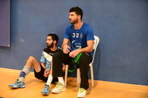 אלדר שיקלושי (מימין) ויובל שמש אחרי ההרחקה. צילום: הרצל יוסף